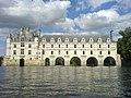 Chateau Chenonceau depuis une barque.JPG