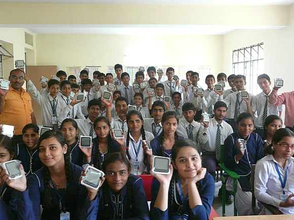 Class using Wikireaders in India.JPG