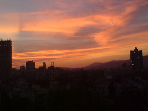 Particulates in the air causing shades of grey and pink in Mumbai during sunset Cloud 3.JPG