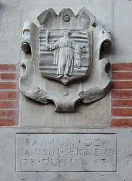 Coat of arms in Cour Henri IV Raymon de Caussin.JPG