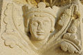 Collégiale de Candes Saint-Martin tête de roi portail.jpg