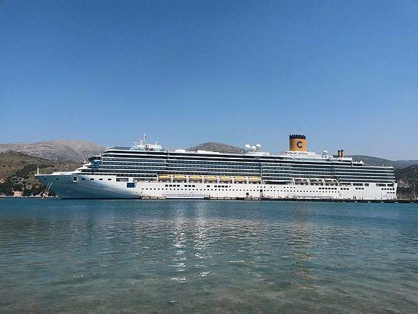 Italian aircraft carrier trieste wikivisually for Costa diadema wikipedia