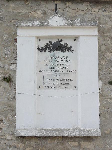 Courtrizy-et-Fussigny (Aisne) Plaque monument aux morts Courtrizy