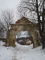 Csákigorbó or Gîrbou castle entrance 1.jpg