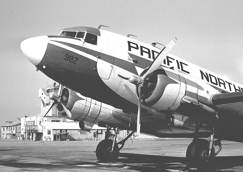DC-3 N998Z Pacific Northern (7594060788).jpg