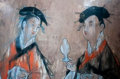 Mural of two women with Han hairstyles 5f16bc517