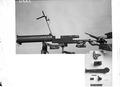 Das Maschinengewehr wird in Einzelteile zerlegt - CH-BAR - 3241584.tif