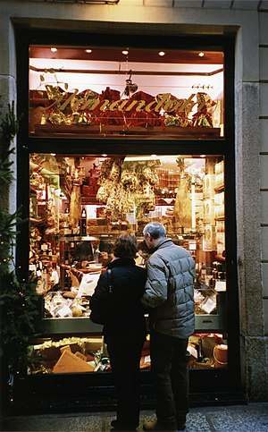 Via Monte Napoleone - Image: Delicatessen in Via Montenapoleone, Milan
