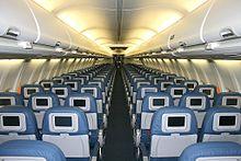 La cabina della Delta Air Lines del 737-800 con interni convenzionali