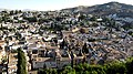 Der Albaicin liegt der Alhambra genau gegenüber. - panoramio.jpg