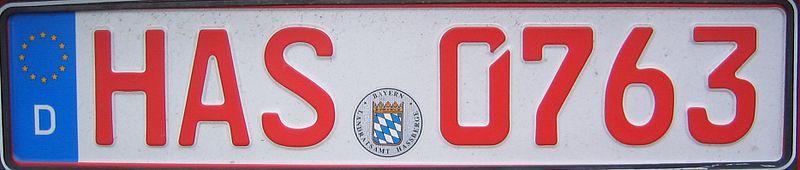http://upload.wikimedia.org/wikipedia/commons/thumb/4/41/Deutsches_Kfz-Kennzeichen_f%C3%BCr_historische_Fahrzeuge_%28rote_07er_Nummer%29.jpg/800px-Deutsches_Kfz-Kennzeichen_f%C3%BCr_historische_Fahrzeuge_%28rote_07er_Nummer%29.jpg