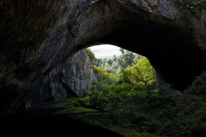 Български: Деветашка пещера