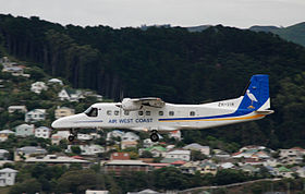 Un Do 228 della compagnia aerea Air West Coast all'aeroporto di Wellington, Nuova Zelanda