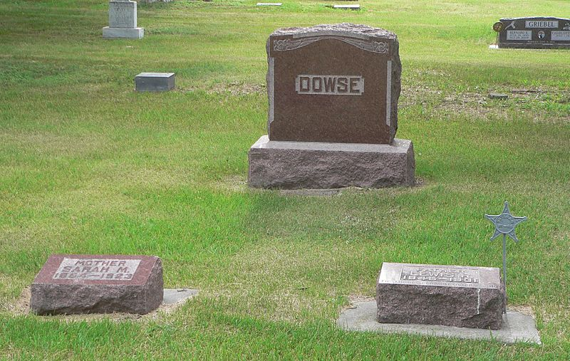 File:Dowse, Lewis and Sarah grave.JPG