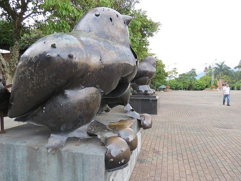 estatua-pájaro-de-la-paz