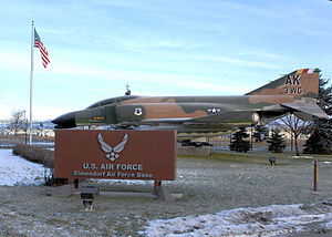 English: Elmendorf Air Force Base sign outside...