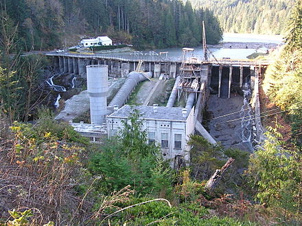 Elwha Dam in 2005 (from wikipedia)