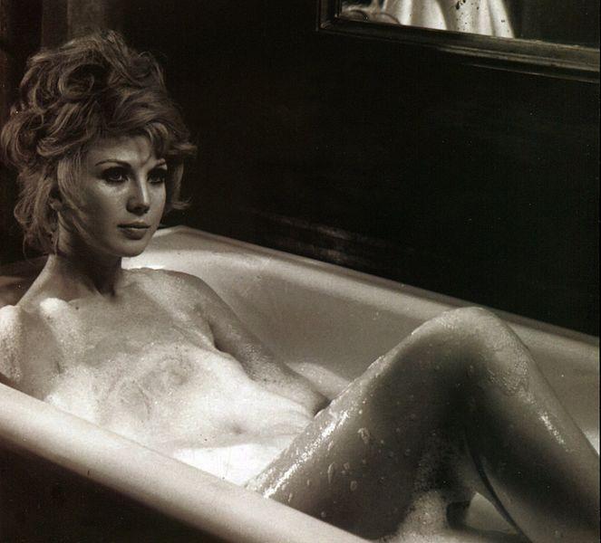 File:Erna Schürer (Emma Costantino) - Il castello dalle porte di fuoco (Scream of the Demon Lover), 1970.jpg