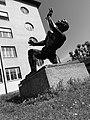 Ernst Suter (1904–1987) Bildhauer, Kampf mit dem Engel, 1947, Standort, Schulhof des Wirtschaftsgymnasiums Basel, Schweiz (6).jpg