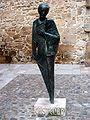 Escultura de Castelao na Zona Vella de Ourense.jpg