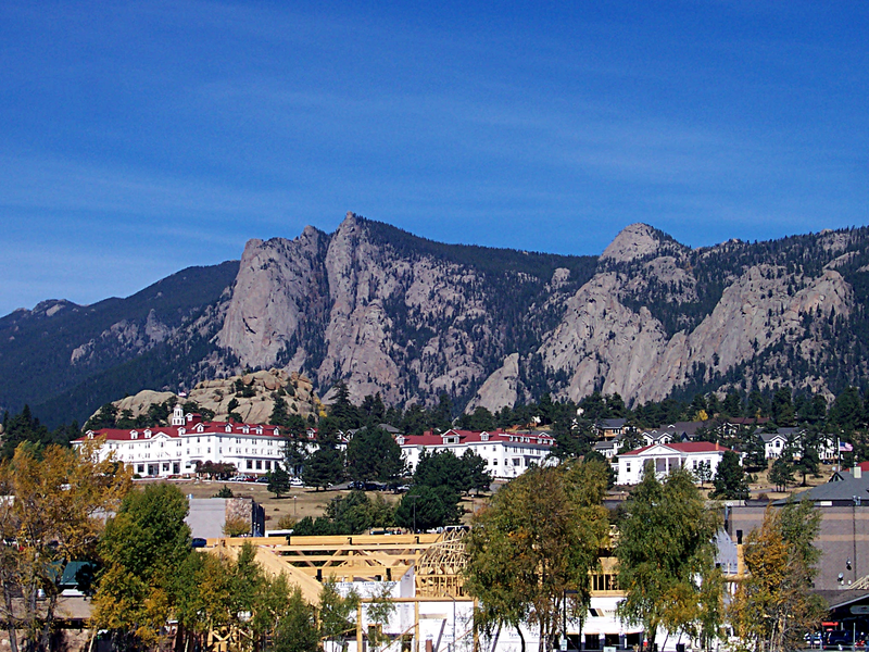 File:Estes Park Mountain and Inn..png