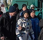 Expedition 58 Crew Wave At the Pad (NHQ201812030021).jpg