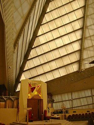 Beth Sholom Congregation (Elkins Park, Pennsylvania) - Image: FLW B Sholom alter