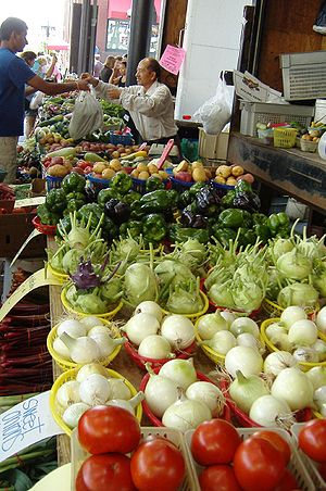300px Farmers market St Paul 2006 08 12 National Fresh Fruit and Vegetable Month