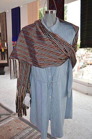 Rebozo - Silk rebozo from Santa María del Río, SLP on a mannequin at the Feria de Rebozo in Tenancingo, State of Mexico