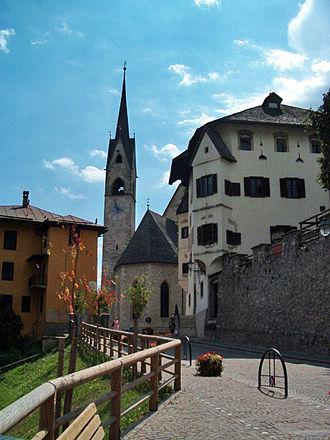 Fiera di Primiero - Rivetta Koch, the Pieve of Santa Maria Assunta and the Palazzo delle Miniere.