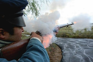 Firing a Mexican War era flintlock.jpg