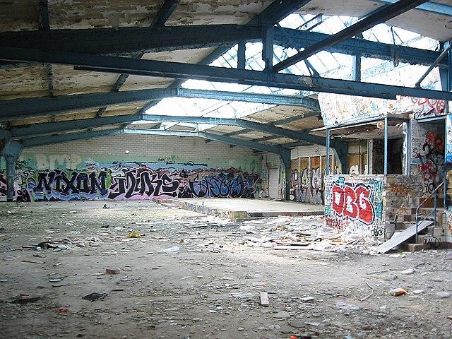 Datei:Flaschenturm-Halle.jpg