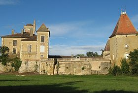 Fr-Chateau de Latoure-wide shot of courtyard buildings.jpg