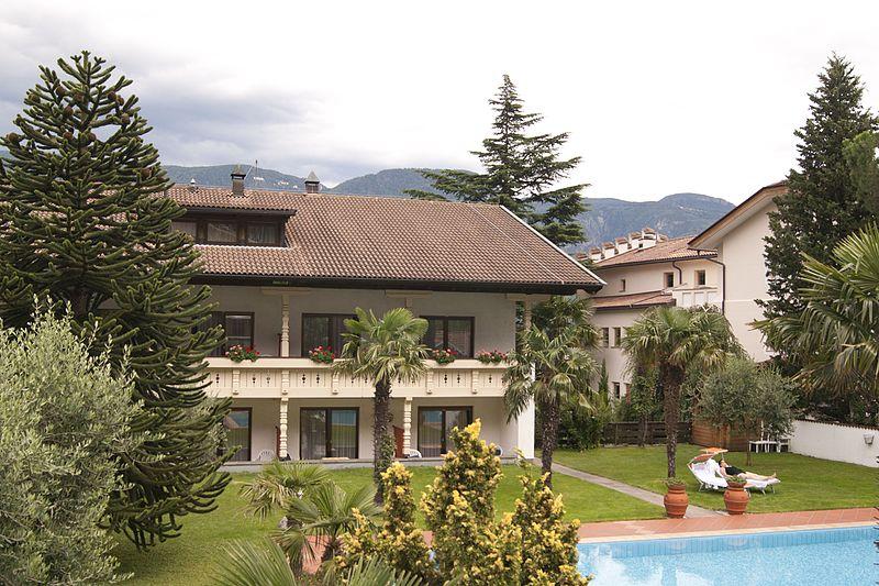 File:GLANZHOF - panoramio.jpg
