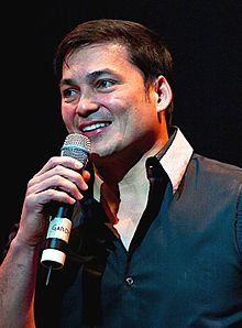 Gabby Concepcion no Tour Concert KC Concepcion ao vivo US, 2010.jpg novembro