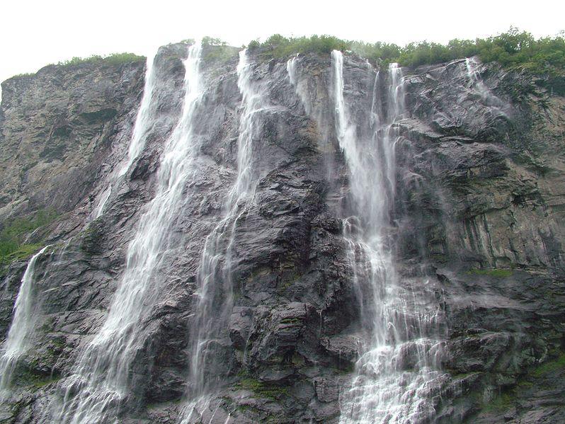 Fil:Geirangerfjord sieben Schwestern.jpg