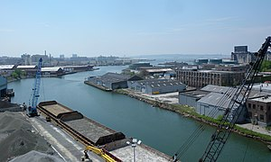 English: Looking south along Gowanus Canal fro...