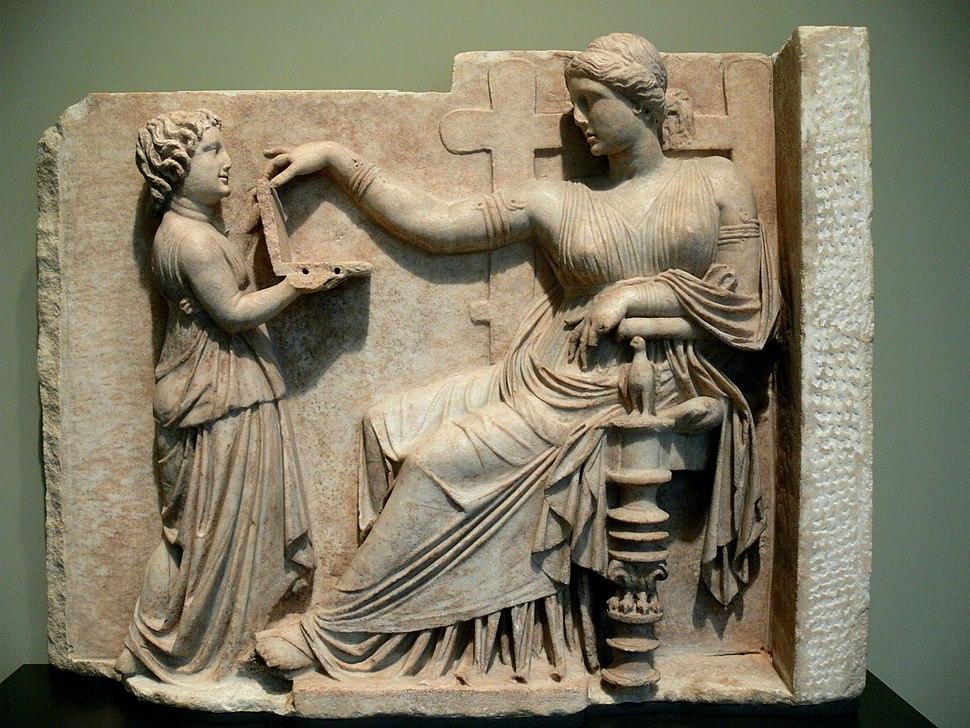 Grabstein einer Frau mit Dienerin