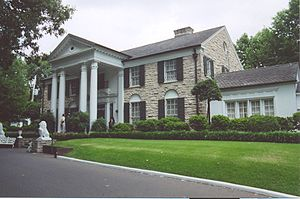 English: Graceland, Elvis Presley's home in Me...