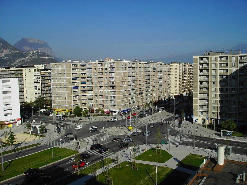http://upload.wikimedia.org/wikipedia/commons/thumb/4/41/Grenoble-entr%C3%A9e_blvd_Vallier.JPG/800px-Grenoble-entr%C3%A9e_blvd_Vallier.JPG