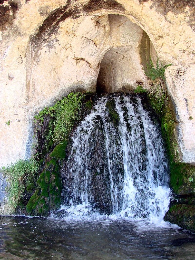 Grotta del Ninfeo - Siracusa.jpg