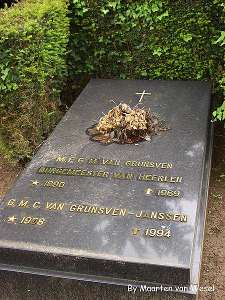 File:Grunsven Grave.JPG