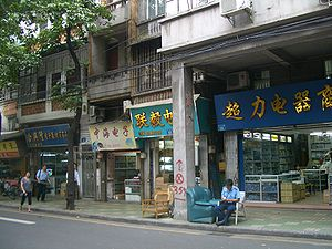 Electronic components shops in Guangzhou. Ther...