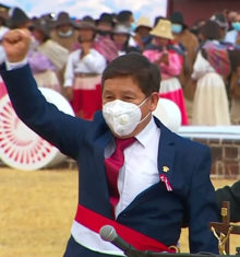 Guido Bellido. Presidente Pedro Castillo jura de manera simbólica en histórica Pampa de Ayacucho 14-9 screenshot (cropped).png