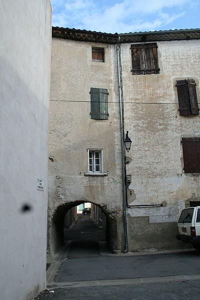 Hérépian (Hérault) - porche, rue des verriers.