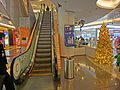 HK 觀塘 Kwun Tong 創紀之城五期 APM mall Xmas escalators Dec-2013.JPG