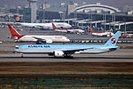 HL8218 - Korean Air Lines - Boeing 777-3B5(ER) - ICN (16335088353).jpg