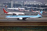 HL8218 - B77W - Korean Air