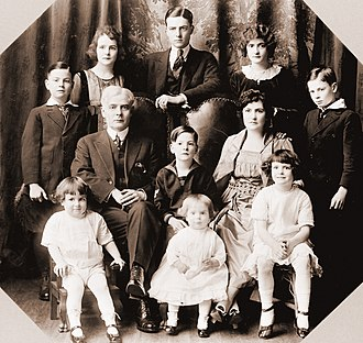 Ole Hanson - Ole Hanson and his wife were parents to ten children, one of whom died in infancy in a train wreck