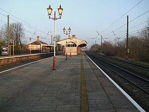Hanwell railway station - Image: Hanwell station fast tracks look east